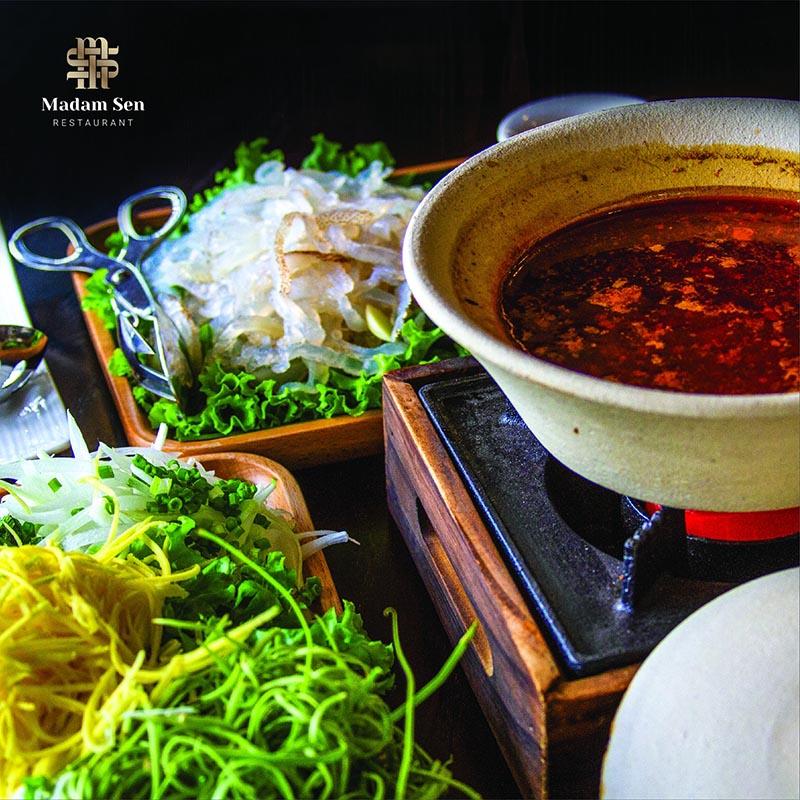 Lẩu sứa nước lèo - Món ngon cuốn hút tại Madam Sen